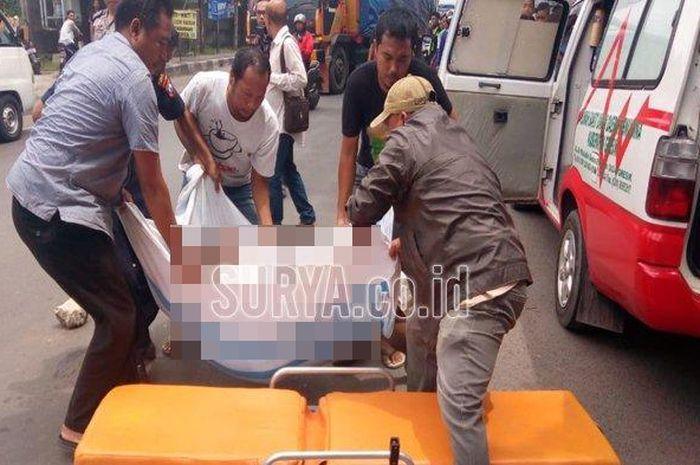 Kecelakaan di Jalan Raya Sukomulyo, Kecamatan Manyar, Kabupaten Gresik yang menewaskan seorang penge