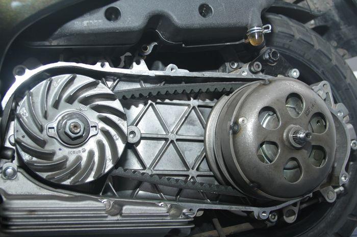 Ilustrasi Transmisi CVT Vespa matic