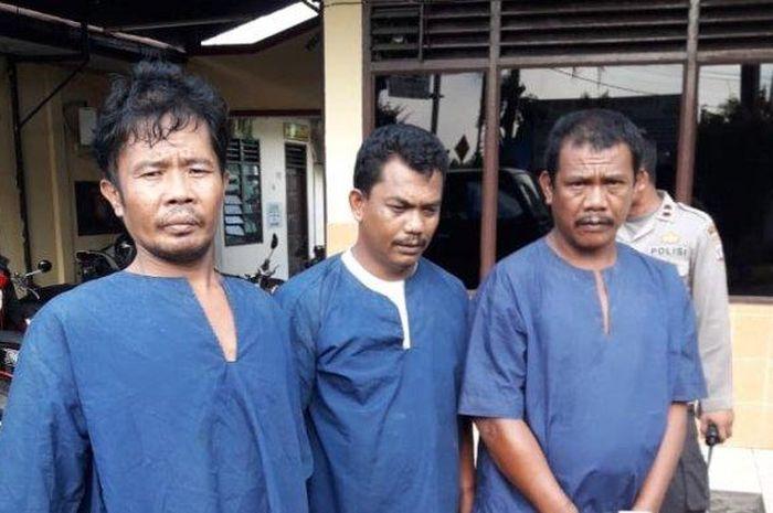 Tiga pencuri pikap Eltor yang diamankan petugas Reskrim Polsek delta, Rabu (20/2/2019).