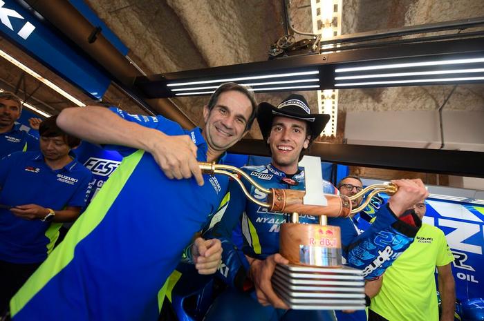 Davide Brivio dan Alex Rins usai menang MotoGP Amerika