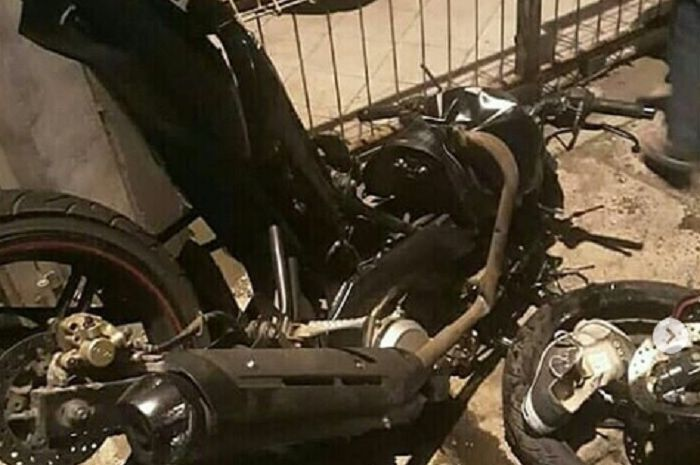 Kondisi Yamaha V-Ixion setelah terlibat kecelakaan dengan Isuzu Elf