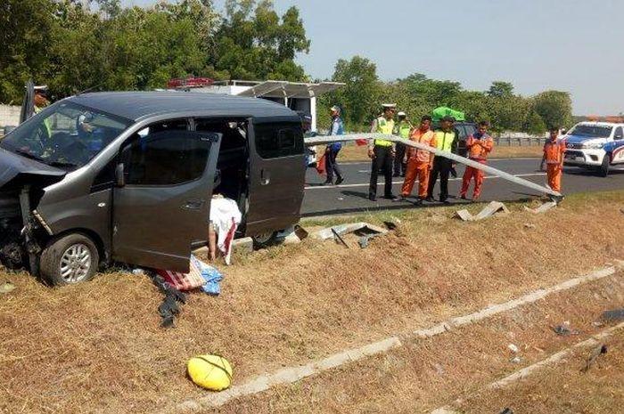Kondisi kendaraan milik warga Serang seusai terlibat kecelakaan tunggal di Jalan Tol Solo-Ngawi KM 511, Karanganyar, Kamis (30/5/2019).