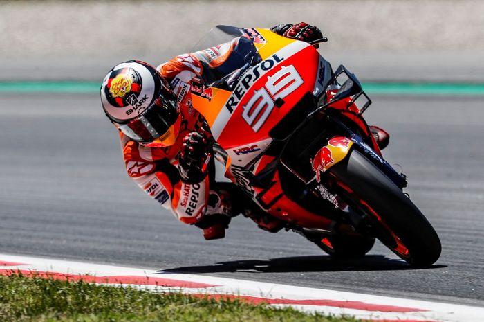 Pembalap Repsol Honda, Jorge Lorenzo mengalami crash saat mejalani tes MotoGP Catalunya, Lorenzo sempat takut bahwa tulangnya ada yang patah