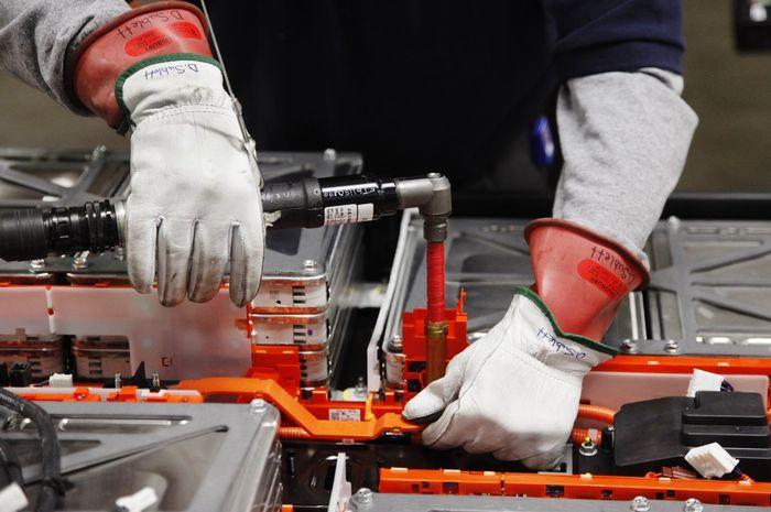 (Ilustrasi) Proses pembuatan baterai mobil listrik Nissan Leaf