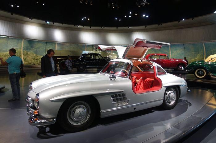 Ini Istimewanya Mercedes Benz 300 Sl Gullwing Milik Habibie Mengapa Pintunya Dibuka Ke Atas Semua Halaman Gridoto Com