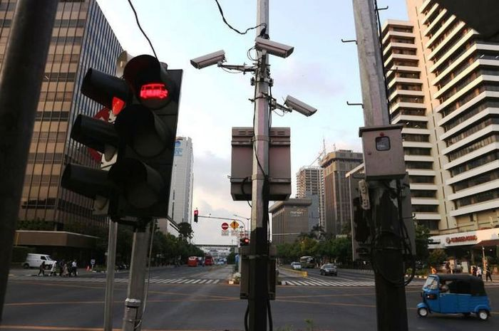 Kamera CCTV yang sudah terpasang di Simpang Sarinah Jalan MH Thamrin, untuk implementasi ETLE atau tilang elektronik.