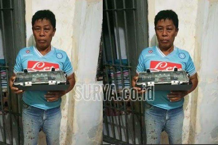Tersangka Jono Saat diamankan di Mapolrestabes Surabaya, usai mencuri speedometer mobil L300