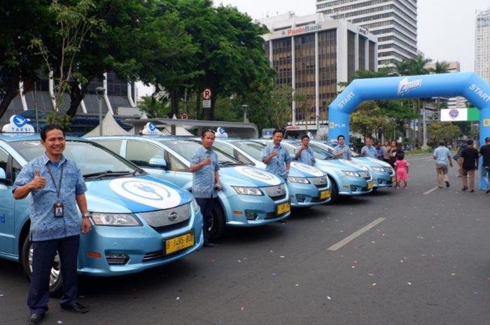 Bluebird hari ini (27/11) turut berpartisipasi pada acara Karnaval Jakarta Langit Biru dengan menghadirkan armada E-Bluebird