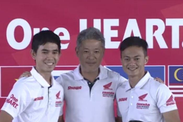 Gerry Salim (kiri) dalam konfrensi pers Honda Asia Dream Racing di Malaysia (13/12)