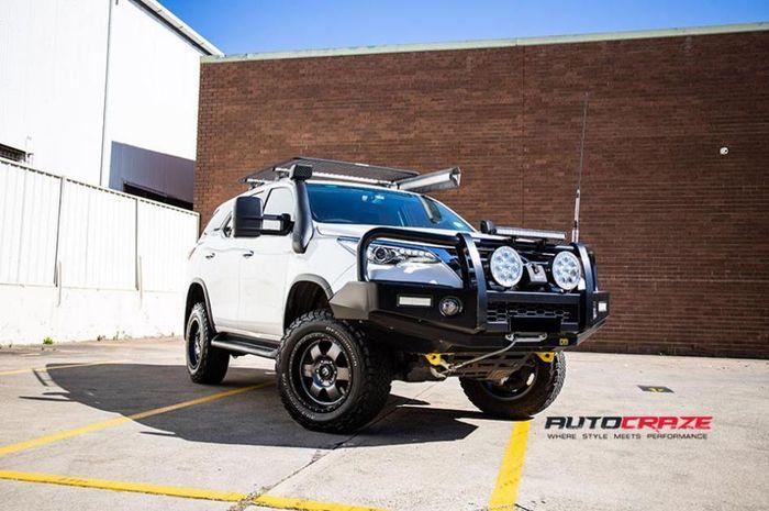 Modifikasi Toyota Fortuner anyar dengan tampilan jangkung
