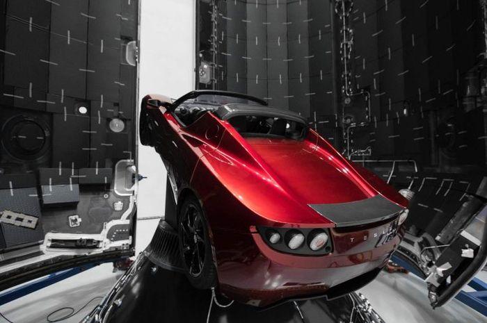 Wow Ternyata Tesla Roadster Sudah Jelajahi Miliaran Kilometer Di Luar Angkasa Gridoto Com