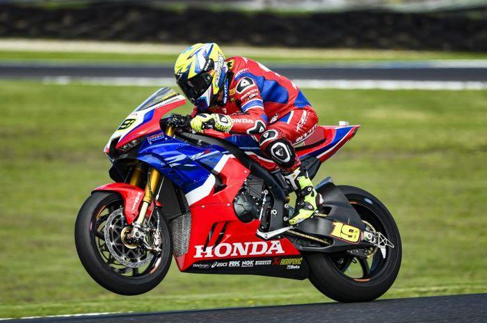 Motor 4 Tak Honda Yang Dibilang Pembalap WSBK Seperti Motor 2 Tak