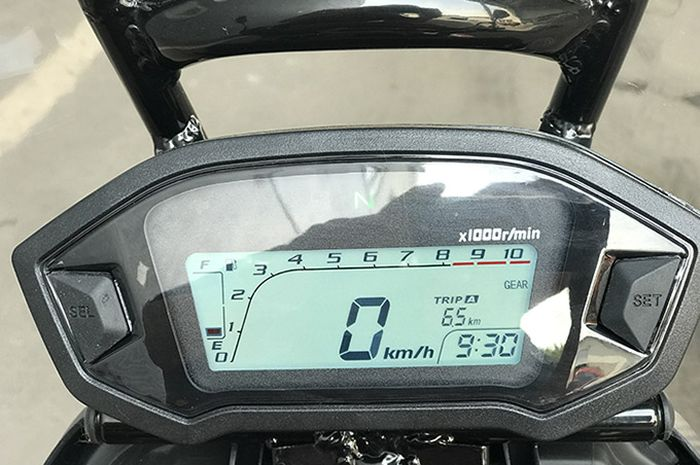 Ilustrasi sisa bensin di panel instrumen motor