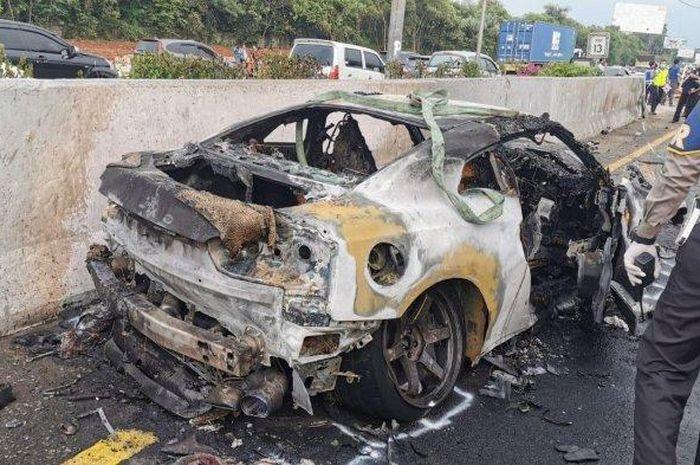 Seperti ini kondisi Nissan GT-R yang tumpangi Wakil Jaksa Agung Arminsyah setelah terbalik lalu terbakar
