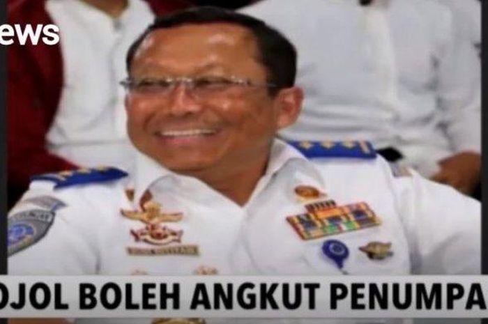 Kemenhub menetapkan pengemudi ojek online diperbolehkan mengangkut penumpang selama masa Pembatasan Sosial Berskala Besar (PSBB) DKI Jakarta.