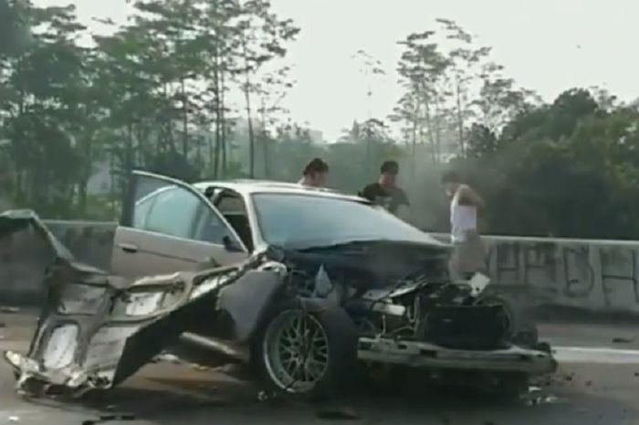 Mobil BMW alami kecelakaan di Tol Jagorawi arah Bogor
