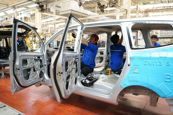 Ilustrasi manufaktur di pabrik mobil
