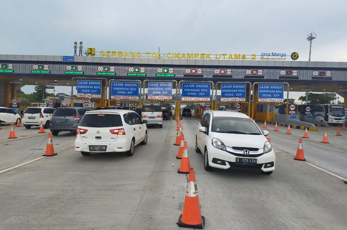 Pemudik yang nekat dikeluarkan di gerbang tol terdekat, yakni di check point Km 31 Cikarang Barat, Jalan Tol Jakarta-Cikampek