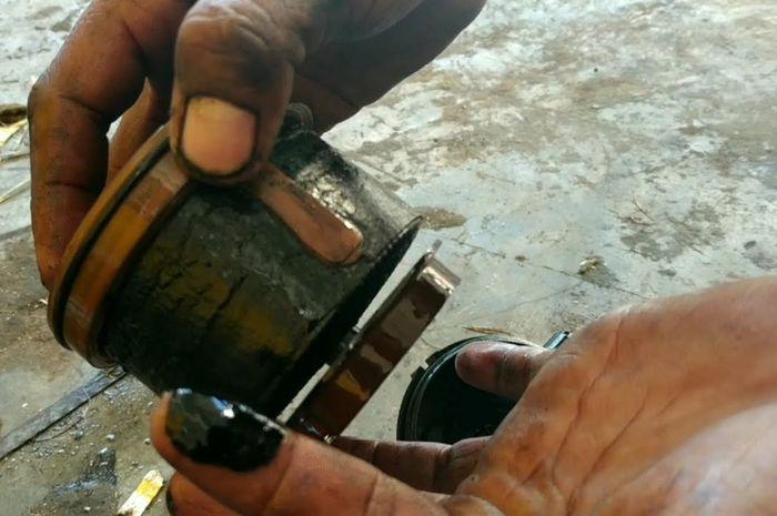 Ilustrasi filter solar mobil diesel kotor