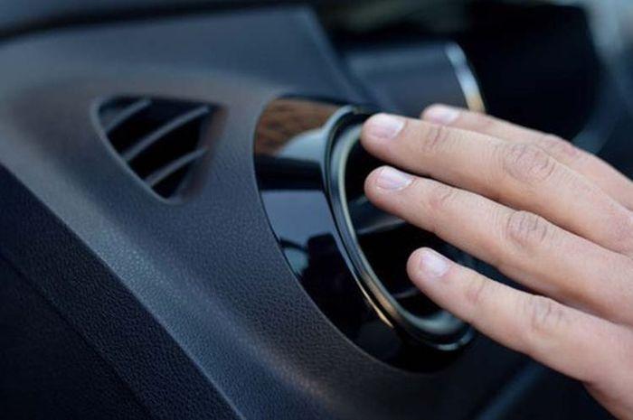 Ilustrasi AC mobil mulai tidak dingin