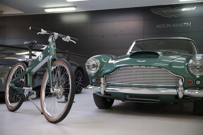 Mantap Coleen Bikin Smart E Bike Edisi Spesial Yang Terinspirasi Dari Aston Martin Db4 Gridoto Com