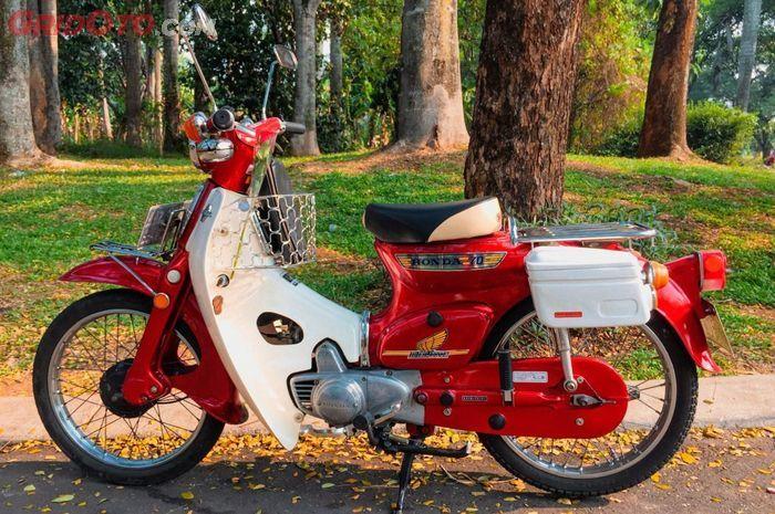 Bukan cuma peminatnya yang luar biasa, pedagang motor tua ungkap alasan Honda C70 semakin mahal harganya.