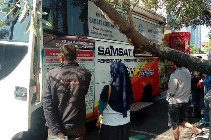 Samsat Keliling di Kota Semarang, berlokasi di depan E-Plaza Simpanglima (6/7/2020)