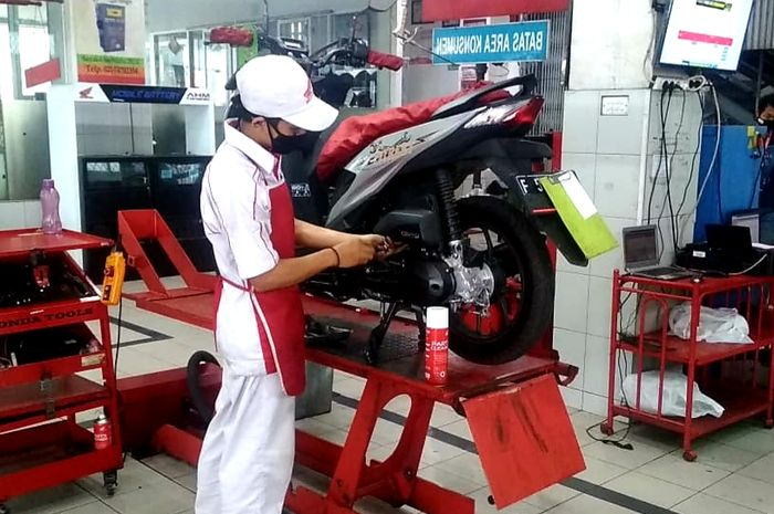 Ilustrasi service ke bengkel resmi Honda