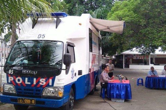 Ilustrasi mobil pelayanan SIM Keliling di Jakarta.