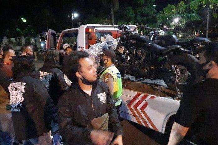 Razia cipta kondisi polres Tuban mengamankan moge diduga tanpa dokumen, di jalan Panglima Sudirman, Minggu (19/7/2020), dini hari.