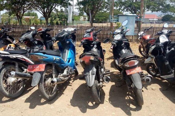 Beberapa unit kendaraan roda dua milik dinas (plat merah) di Pemda Nagekeo terjaring Operasi Zebra di Mbay Kabupaten Nagekeo, Kamis (8/11/2018).