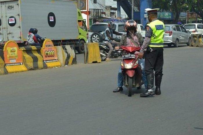 Operasi Patuh Jaya 2020 yang dilakukan Polres Metro Tangerang Kota di Kota Tangerang menyasar pelanggar lalu lintas, Kamis (23/7/2020).