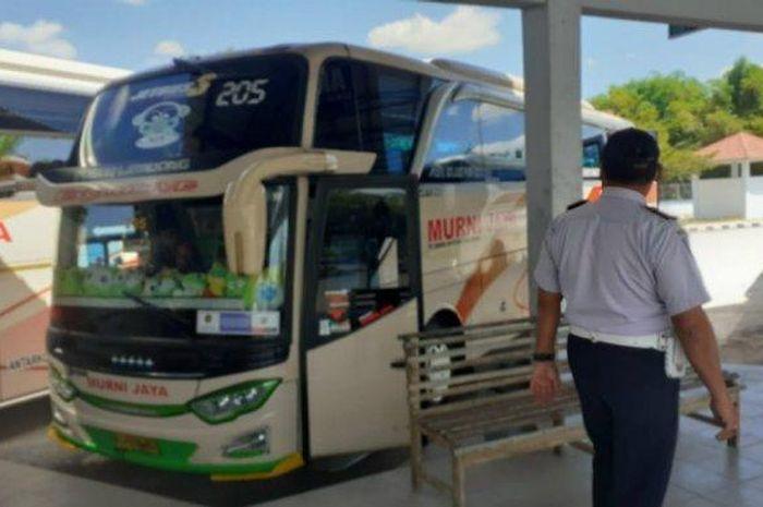 Ilustrasi bus di terminal