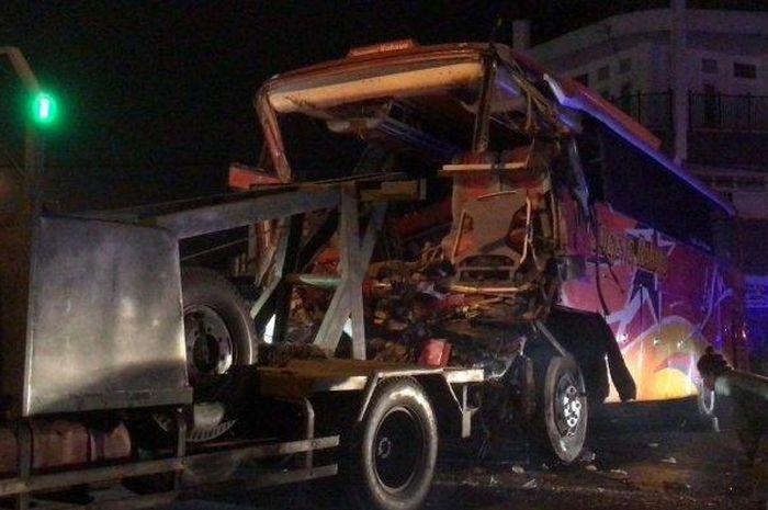 Bus Sugeng Rahayu hajar tumukan ban penyelamat
