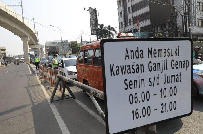 Kebijakan ganjil genap di DKI Jakarta belum diberlakukan.