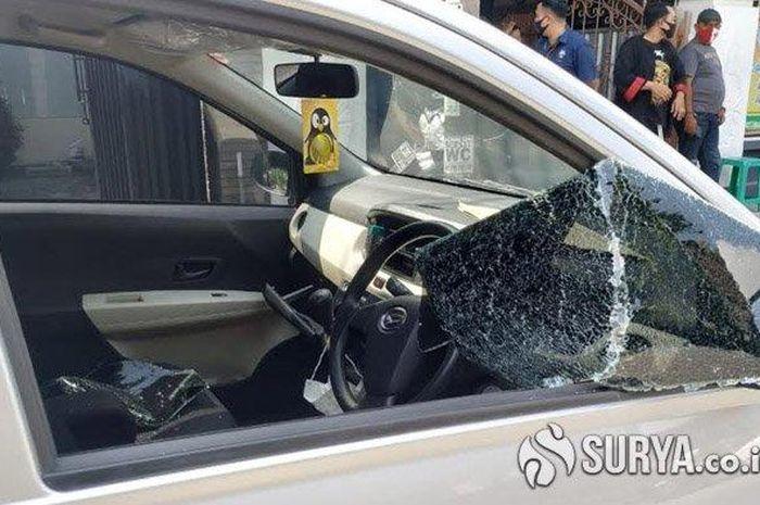 Mobil korban yang disatroni pelaku pencurian dengan modus pecah kaca di Jalan KBP Duryat, Kelurahan Mangkujayan, Kabupaten Ponorogo, Selasa (11/8/2020).