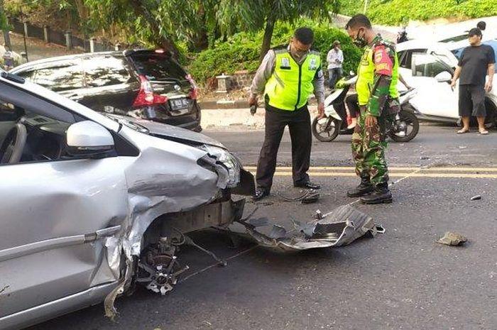 Kecelakaan adu banteng di tanjakan Gajahmungkur atau Jalan Jenderal S Parman Kota Semarang, Rabu (19/8/2020).