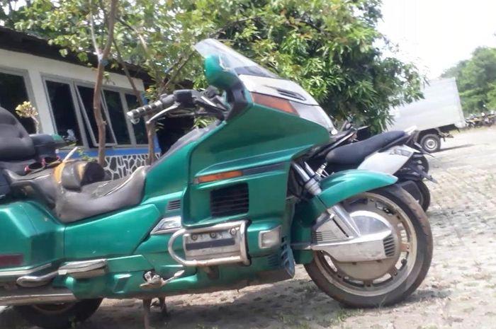 Honda Goldwing yang mangkrak di penampungan barang bukti (Tahti) Satpas SIM Daan Mogot