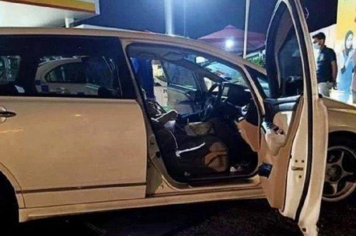Honda Odyssey yang ditemukan dalam posisi mesin menyala dan ada 4 wanita lemas