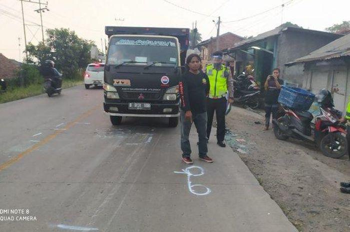 Sejumlah petugas Lantas Polres Sukabumi Kota Saat melakukan Olah TKP