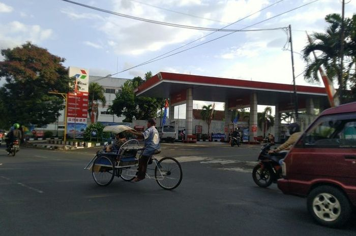 SPBU Jalan Ahmad Yani usai diisi BBM oleh kendaraan truk tangki pertaminan pada Senin (12/10/2020)(BAGUS SUPRIADI/KOMPAS.COM)