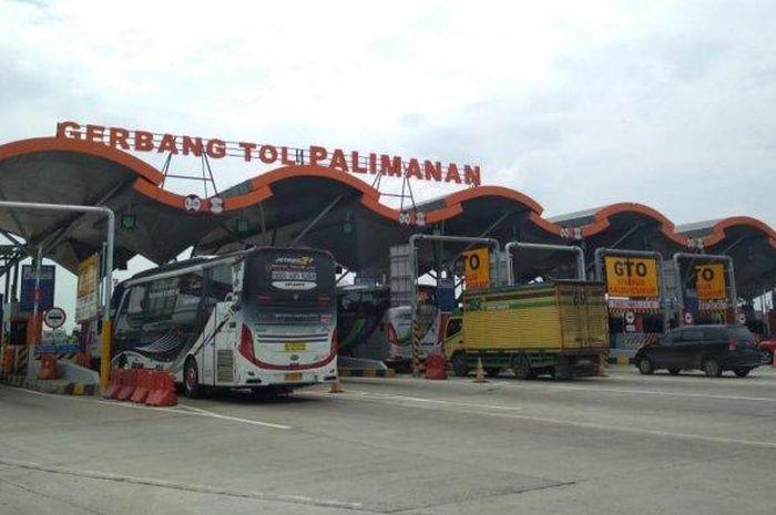 Kondisi GT Palimanan Tol Cipali pada hari pertama libur panjang Maulid Nabi Muhammad SAW.