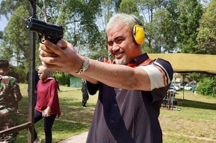Sosok Michael Simon, pengusaha terkenal asal Bandung yang ikut menjadi tersangka dalam aksi pengeroyokan anggota TNI oleh oknum klub moge di Sumatera Barat.