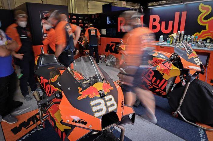 TIm pabrikan KTM mengalami perkembangan yang pesat pada ajang MotoGP 2020.