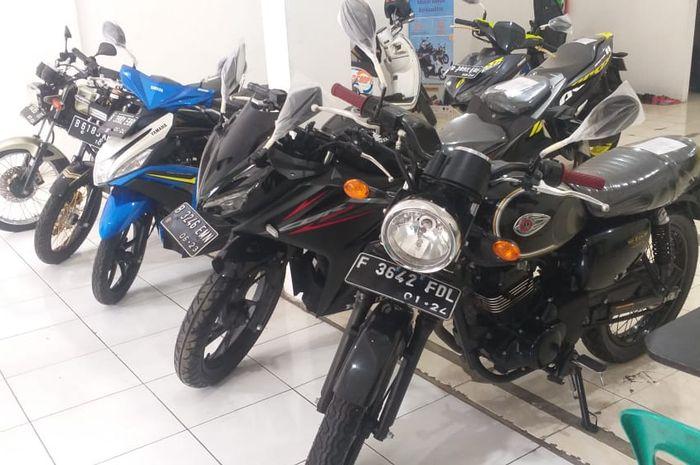 Motor bekas Kawasaki W175 SE di showroom Antara Motor