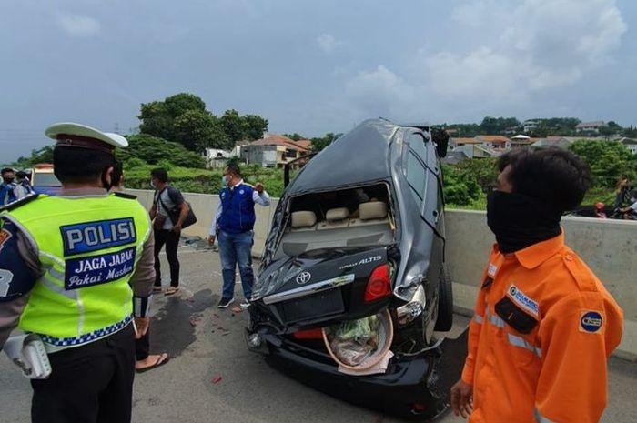 Kecelakaan lalu-lintas itu diketahui terjadi di Jalan Tol Semarang KM 417 Jalur B Kota Semarang pada Sabtu (3/1/2021).(KOMPAS.com/istimewa)