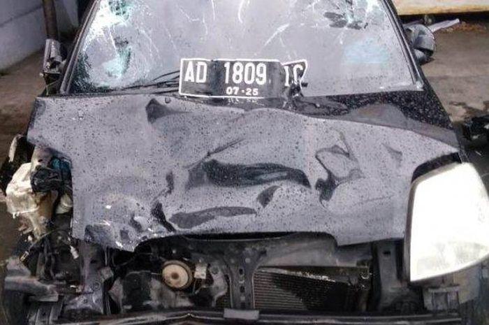 Barang bukti kecelakaan di depan RSPAU Hardjolukito pukul 18.30, Rabu (27/01/2021).