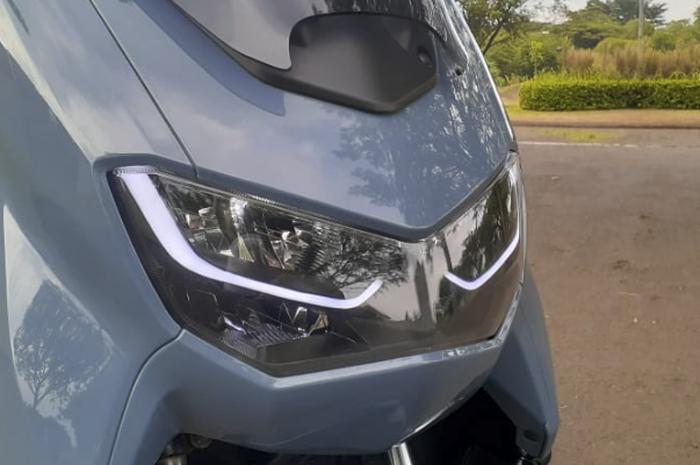 Lampu depan Yamaha All New NMAX tampil manis berkat custom Lazy Eyes.
