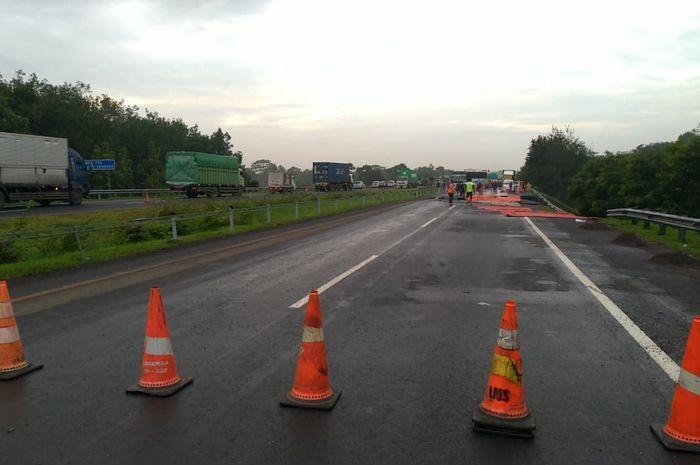 Jalan tol cipali yang amblas di Km 122.400