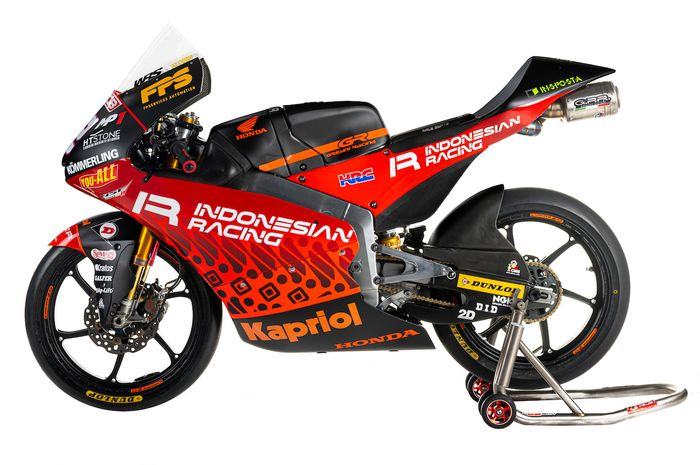 Motif batik di livery tim Indonesian Racing Gresini Moto3 ternyata digarap desainer helm Valentino Rossi loh.
